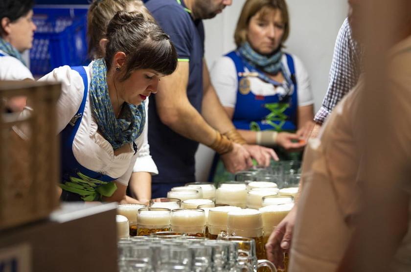 Oktoberfest: 40 φωτογραφίες που θα σε κάνουν να ζηλέψεις που δεν είσαι εκεί