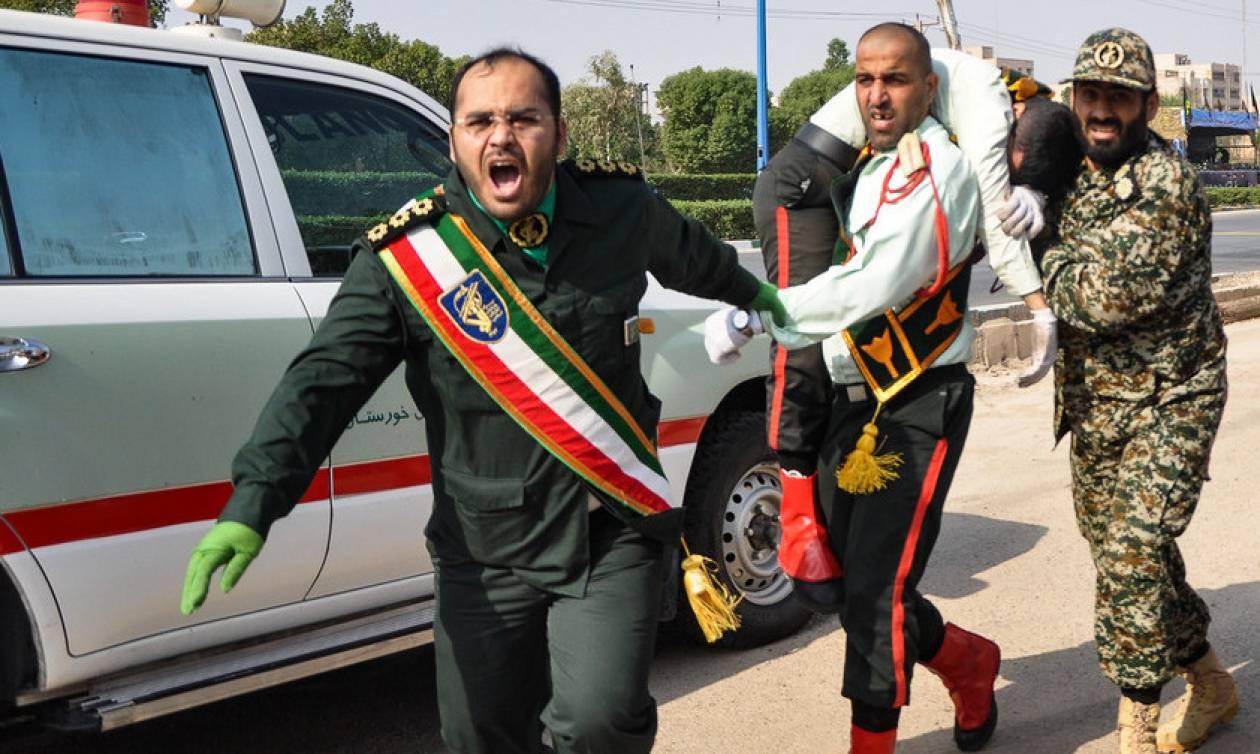 Ιράν: Το ISIS ανέλαβε την ευθύνη για τo μακελειό στην στρατιωτική παρέλαση (Pics+Vids)
