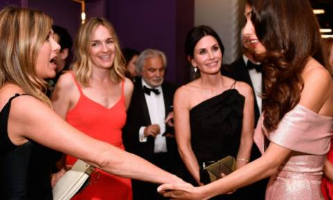 H Αmal Clooney κάνει αυτό που δεν περιμέναμε για χάρη της Jennifer Aniston
