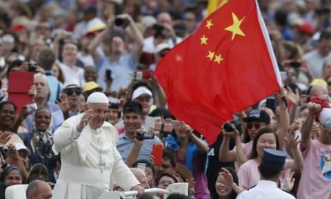 Η παράξενη είδηση της ημέρας: Η Καθολική Εκκλησία ορκίστηκε πίστη στο Κομμουνιστικό Κόμμα (Vids)