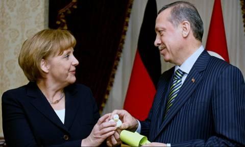 Ξαφνικός «έρωτας» Ερντογάν με Μέρκελ: «Θέλω να αφήσουμε πίσω τα παλιά»