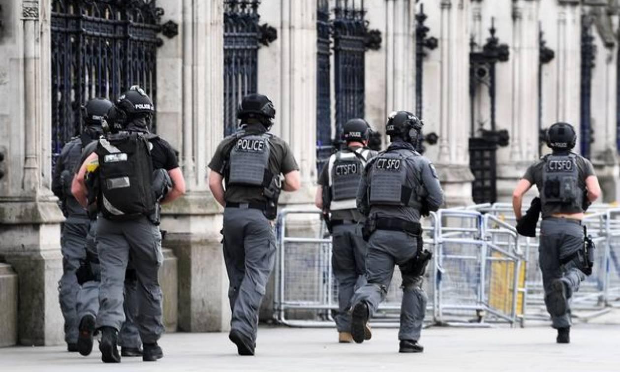 Συναγερμός στο παλάτι του Μπάκινγχαμ: Συνελήφθη ένοπλος
