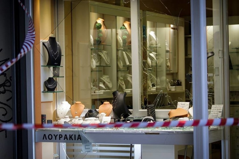 Ομόνοια: Μυστήριο με μαχαίρι που βρέθηκε στο κοσμηματοπωλείο - Τι εξετάζουν οι Αρχές