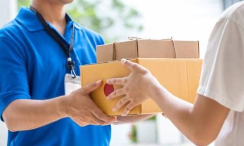 Κατώτατος μισθός 657 ευρώ σε ταχυφαγεία και delivery