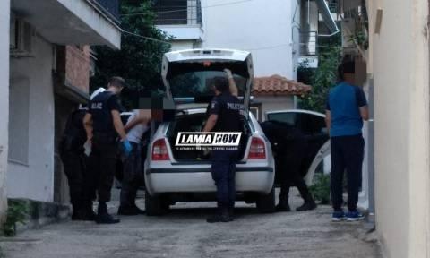 Λαμία - ΣΟΚ: Μαχαίρωσε τη φίλη της αδερφής του μπροστά σε μικρά παιδιά (vid)