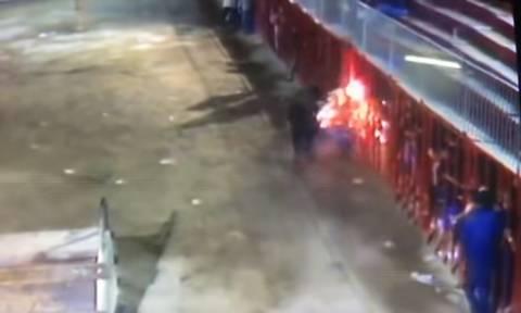 Βίντεο – ΣΟΚ: Έβαλαν φωτιά σε ταύρο κι εκείνος τους κάρφωσε με τα κέρατα (ΠΡΟΣΟΧΗ! ΣΚΛΗΡΟ ΒΙΝΤΕΟ)