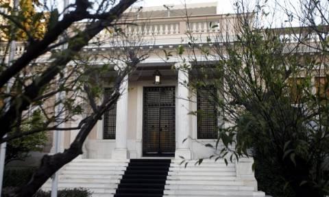 Μαξίμου: Ο Μητσοτάκης θέλει να συνδυάσει τις απολύσεις στο Δημόσιο με διορισμούς… αρίστων