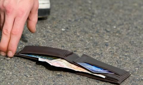 Κρήτη: Ζευγάρι Άγγλων βρήκε πορτοφόλι με 7.000 ευρώ και το παρέδωσε