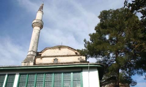 Ιωάννινα: Οι δυνατοί άνεμοι παρέσυραν την κορυφή του μιναρέ Ασλάν Τζαμί