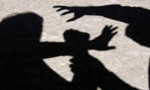 Φρίκη στην Άμφισσα: Πατέρας βίαζε την ανήλικη κόρη του με νοητική υστέρηση και την άφησε έγκυο