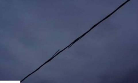 Κακοκαιρία: Κολώνα της ΔΕΗ στη Ραφήνα «έσκασε» σαν πυροτέχνημα (vid)