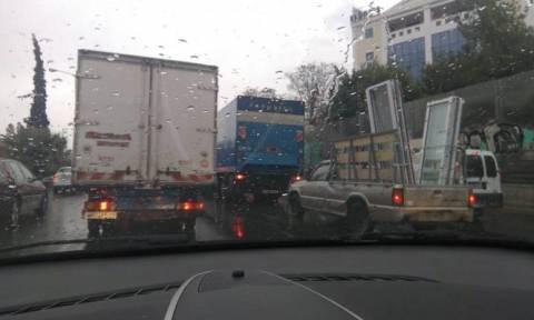 Κακοκαιρία - Κίνηση: Ουρές χιλιομέτρων ΤΩΡΑ στους δρόμους - Πού παρατηρούνται προβλήματα