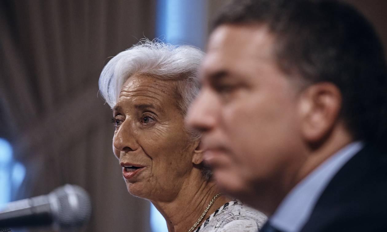 Πιάνει πάλι «πάτο» η Αργεντινή: Αναγκάστηκε να πάρει το μεγαλύτερο δάνειο στην ιστορία του ΔΝΤ