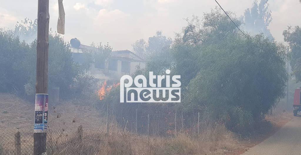 Φωτιά ΤΩΡΑ - Ηλεία: Καίγονται σπίτια στη Σπιάτζα (pics&vid)