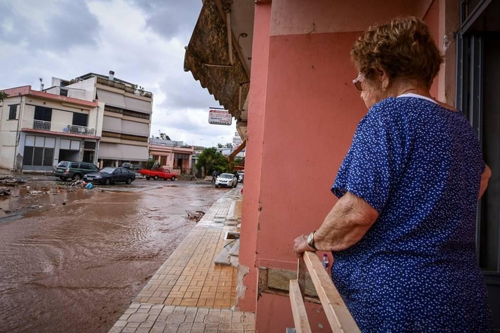 Με την ιδιότητα του υπόπτου καλείται η Ρένα Δούρου για τις φονικές πλημμύρες στη Μάνδρα