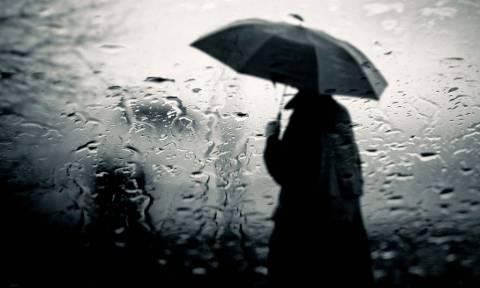 Καιρός ΤΩΡΑ: Δείτε πού βρέχει αυτή τη στιγμή