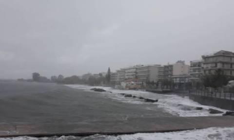 Ο Μεσογειακός κυκλώνας «σφυροκοπά» τη Μεσσηνία (vid)