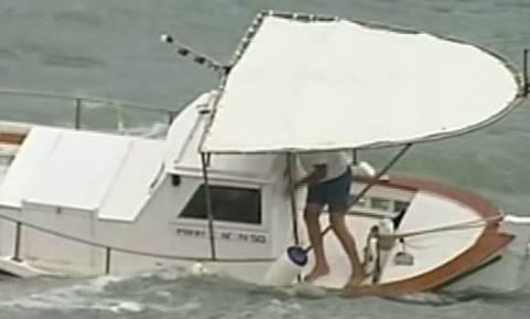 LIVE Μεσογειακός κυκλώνας: Βίντεο σοκ από τη Στούπα - Τεράστια κύματα παρασύρουν ψαρά