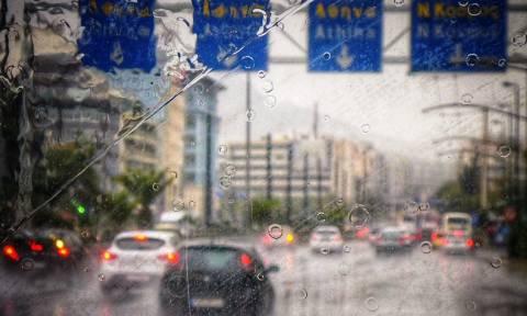 Μεσογειακός κυκλώνας: Στο «μάτι» της κακοκαιρίας η Αττική – Έκλεισαν δρόμοι και λιμάνια