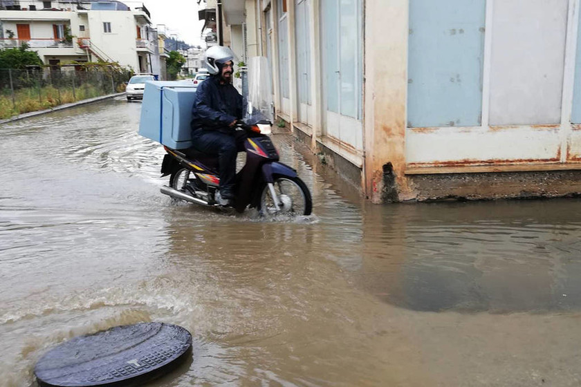 Ο Μεσογειακός κυκλώνας «σκέπασε» την Αττική: Διακοπές ρεύματος και κλειστοί δρόμοι (pics+vids)