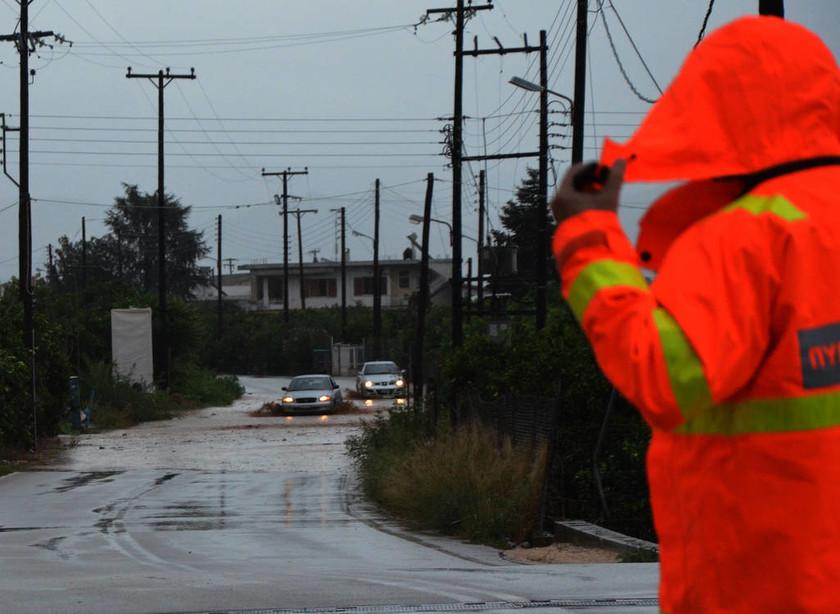 Κυκλώνας «Ζορμπάς»: Εικόνες ΣΟΚ στο Άργος – Χείμαρροι παρασύρουν αυτοκίνητα και απειλούν σπίτια