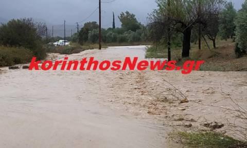Χάος και στην Κορινθία: Ξεχείλισαν ρέματα - Πλημμύρες στο Κιάτο (vids)