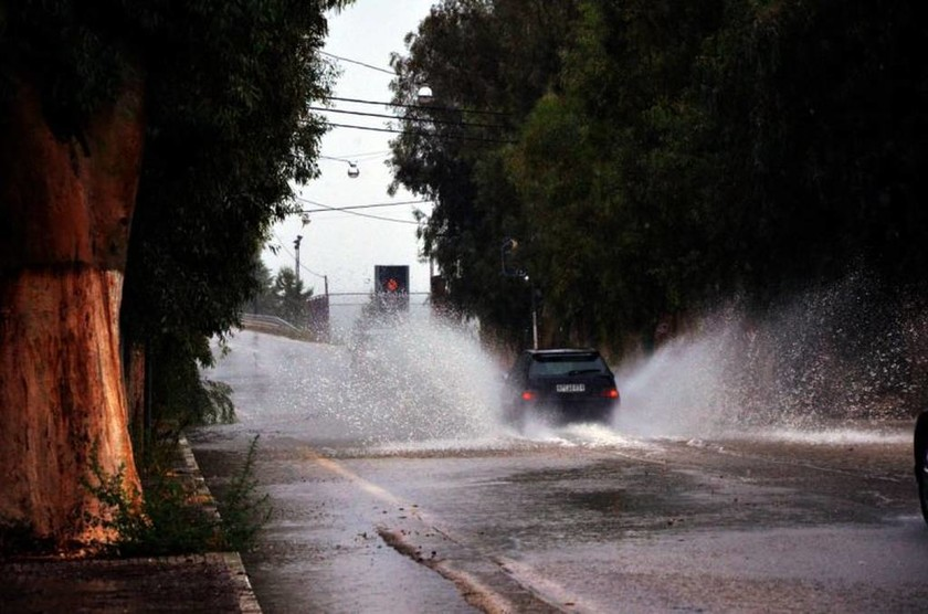 Κυκλώνας Ζορμπάς: Νέες εικόνες Αποκάλυψης στο Άργος - Εκκενώνονται περιοχές στη Νέα Κίο (pics+vids)