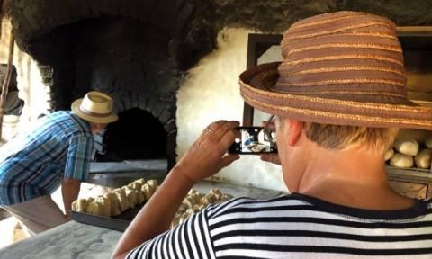 Χίος: Ένας διαφορετικός ξυλόφουρνος, πόλος έλξης για τους τουρίστες