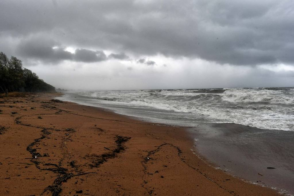 Κυκλώνας «Ζορμπάς»: Παραμένουν τα προβλήματα στα ακτοπλοϊκά δρομολόγια - Πού είναι δεμένα τα πλοία