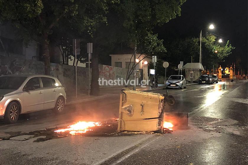 Θεσσαλονίκη: Κουκουλοφόροι εναντίον αστυνομικών με μολότοφ (pics&vid)