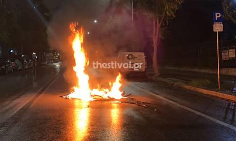 Θεσσαλονίκη: Κουκουλοφόροι με μολότοφ εναντίον αστυνομικών (pics&vid)