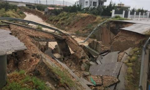 Κυκλώνας Ζορμπάς: Εικόνες ΣΟΚ από τα Μέγαρα – Κατέρρευσε γέφυρα (vids+pics)