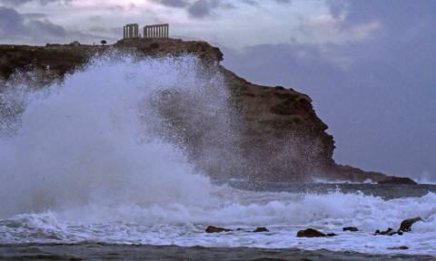Κυκλώνας Ζορμπάς: Εκπληκτικές φωτογραφίες από το Σούνιο! Όταν ο Ποσειδώνας επισκέφθηκε το ναό του...