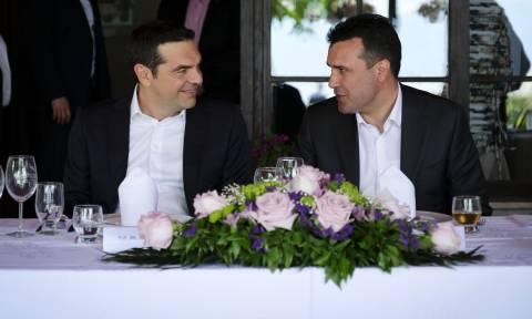 Τι είπε ο Αλέξης Τσίπρας στον Ζάεφ μετά την ολοκλήρωση του δημοψηφίσματος στα Σκόπια