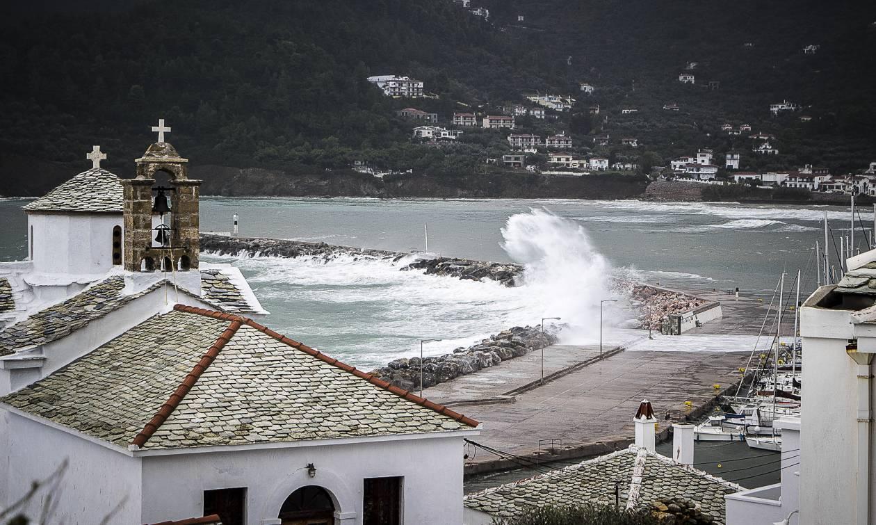 Κυκλώνας «Ζορμπάς»: Κλειστά σχολεία λόγω της κακοκαιρίας