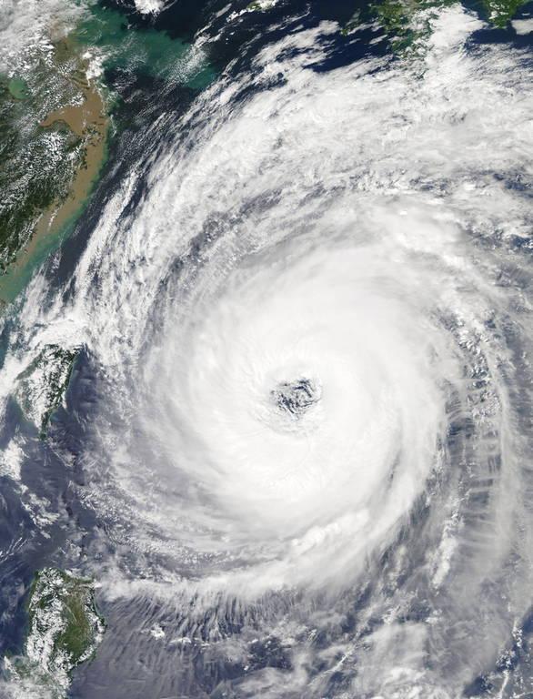 Ο τυφώνας Τράμι σαρώνει την Ιαπωνία: Δύο νεκροί και δύο αγνοούμενοι (pics+vids)