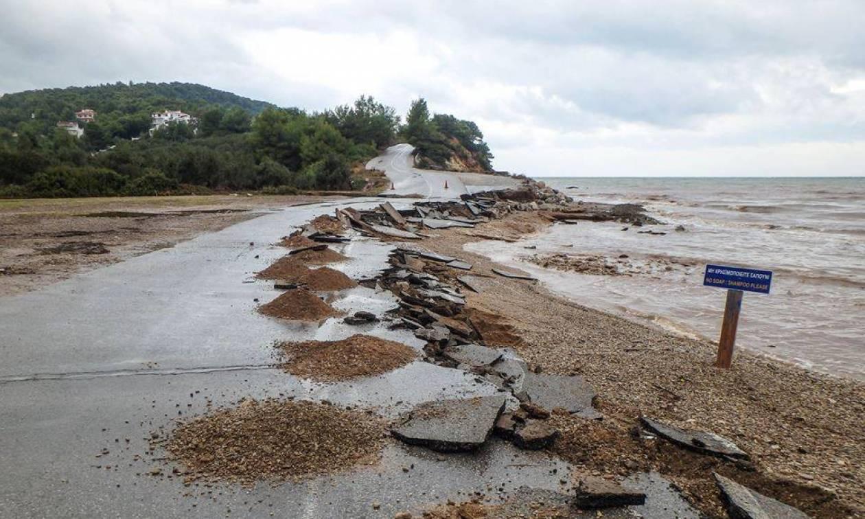 Η Ελλάδα στο «μάτι» του κυκλώνα: Συγκλονιστικές εικόνες από το πέρασμα του «Ζορμπά»