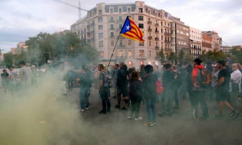 Χάος στην Ισπανία: Κλειστοί δρόμοι και σιδηροδρομικές γραμμές από διαδηλωτές (pics)