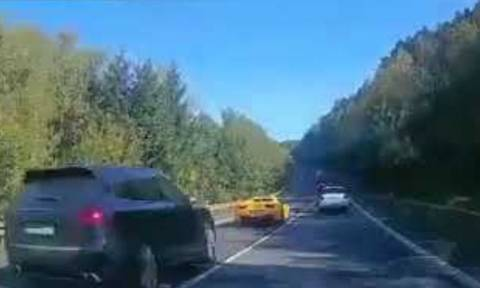 Βίντεο ΣΟΚ: Φρικτό τροχαίο δυστύχημα με Φεράρι, Πόρσε, Μερσεντές και θύμα έναν... αθώο!