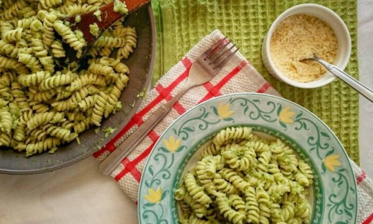 Συνταγή της ημέρας: Μακαρονάδα με σάλτσα από μπρόκολο και αντζούγιες αρωματισμένη με σκόρδο