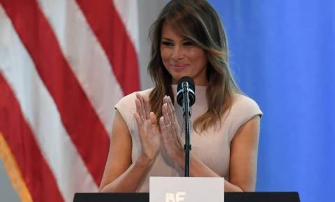 Η Μελάνια Τραμπ ξεκινά την πρώτη «σόλο» περιοδεία της στην Αφρική