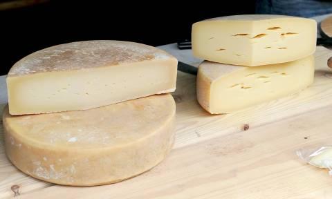 Ακατάλληλα τυριά από την Ιταλία κατασχέθηκαν σε επιχείρηση στον Πειραιά