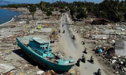 Ανείπωτη τραγωδία στην Ινδονησία: 844 νεκροί από το φονικό σεισμό και το τσουνάμι (pics&vid)
