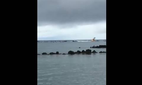 Ένας νεκρός επιβάτης στο αεροπλάνο που έπεσε σε λιμνοθάλασσα στη Μικρονησία (vids)