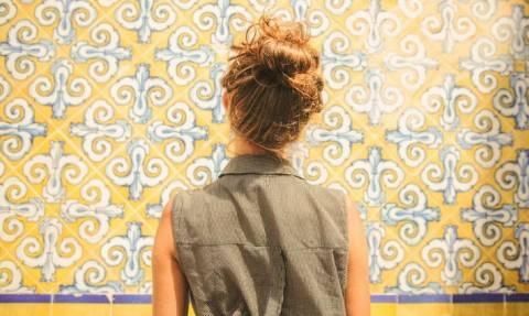 Τι πρέπει να προσέχει μια γυναίκα όταν ταξιδεύει μόνη της;