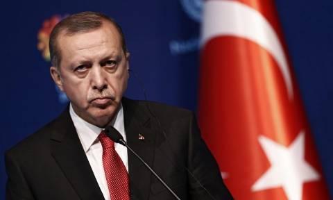 Καταρρέει η τουρκική οικονομία: Ο Fitch υποβάθμισε 20 τράπεζες – Σε πανικό ο Ερντογάν