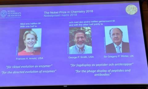 Νόμπελ Χημείας: Τρεις επιστήμονες τιμήθηκαν για την πρωτοποριακή παραγωγή ενζύμων