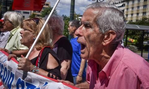 Συγκέντρωση διαμαρτυρίας συνταξιούχων στην πλατεία Κοτζιά