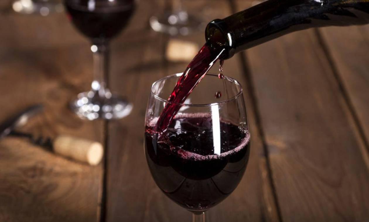 Ανατροπή: Ακόμα κι ένα ποτηράκι κρασί τη μέρα αυξάνει τον κίνδυνο πρόωρου θανάτου