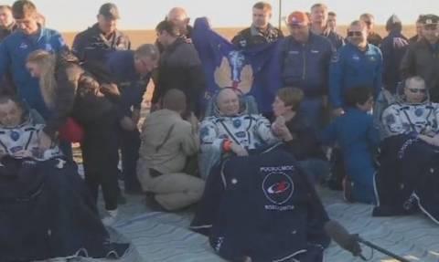 Επιστροφή στη Γη για δύο αστροναύτες και έναν κοσμοναύτη
